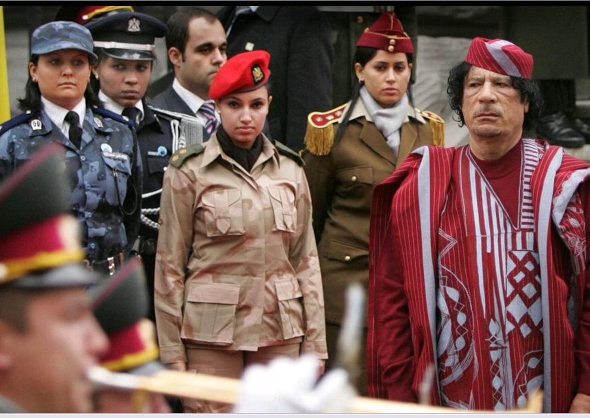 палитры охранницы каддафи фото начал появляться цокающий