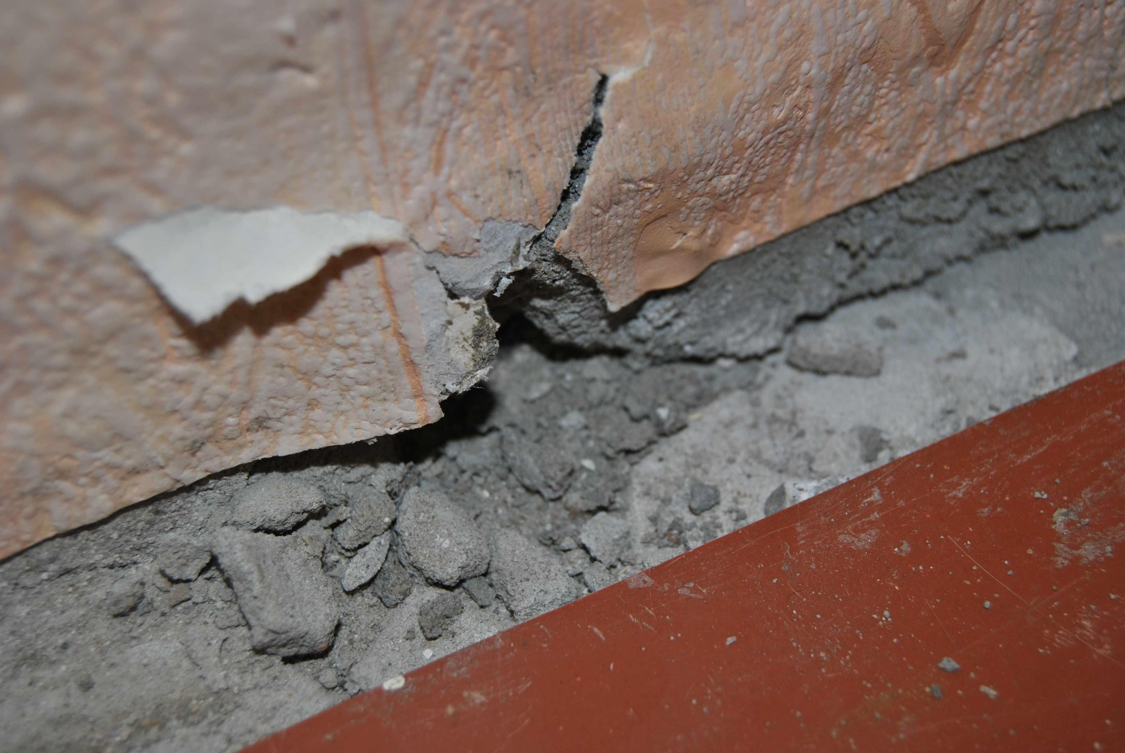 чем заделать глубокие трещины в стене