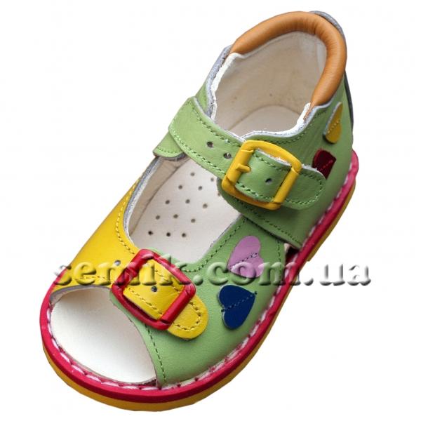 69deff57e В таком возрасте все же стоит купить орто обувь,такую,как например,  Ташиорто или скороход ортопедическую,ну или любую другую с супинатором,чтоб  подошва(т.е. ...