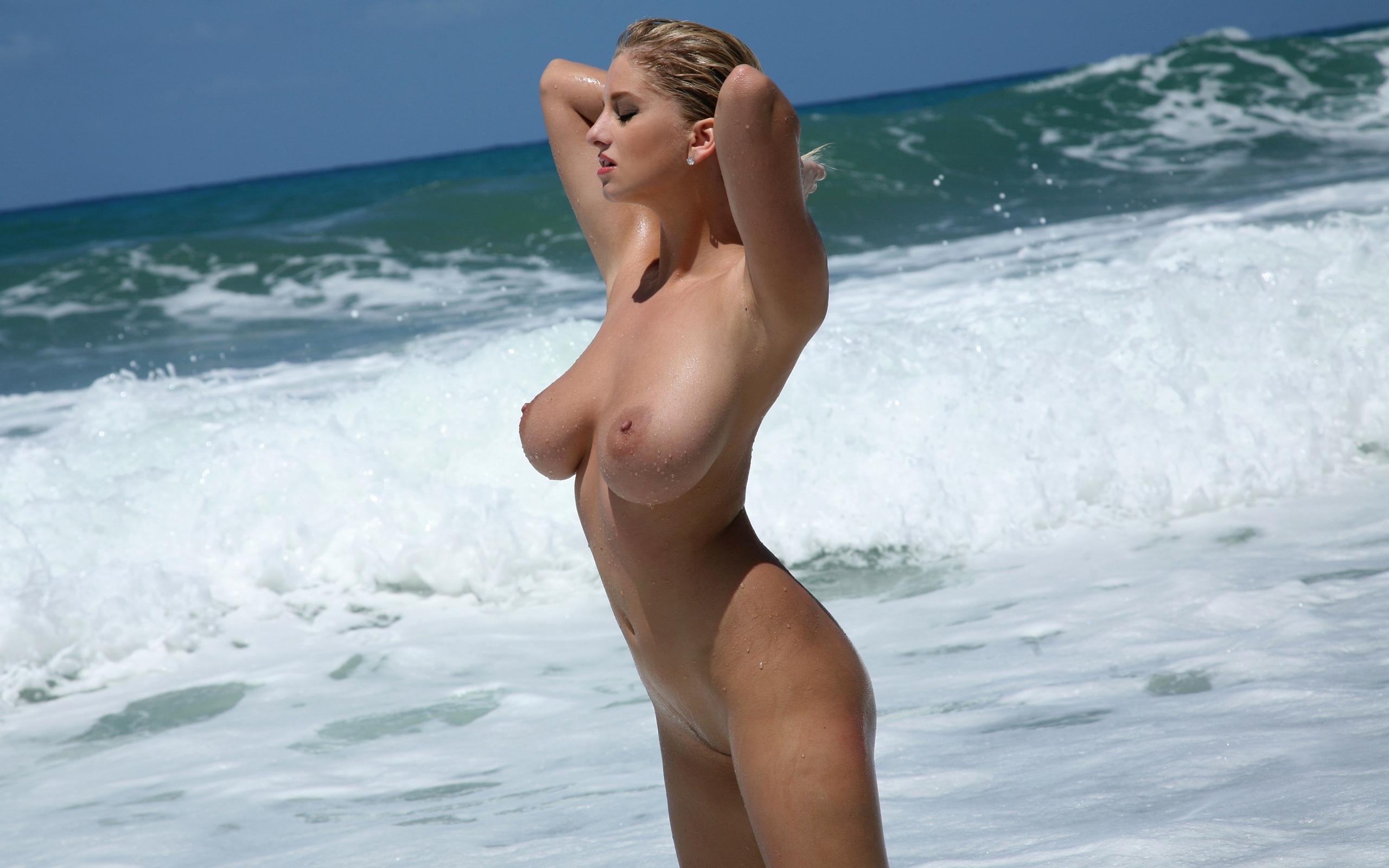 Голая девушка у моря видео транса интим дрочит