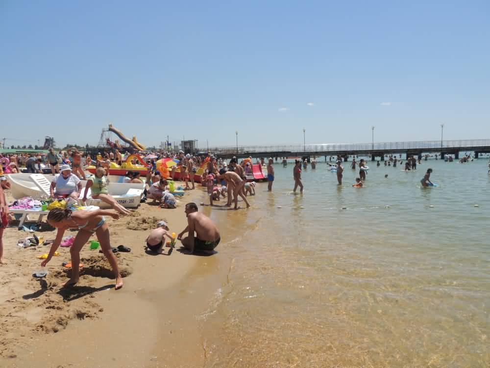 показать фото пляжа витязево в июле после должно