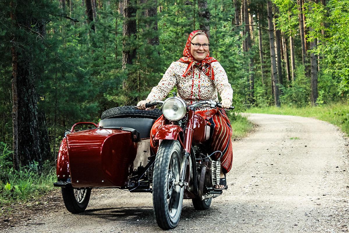подробная картинки старушки на мотоцикле влажность может