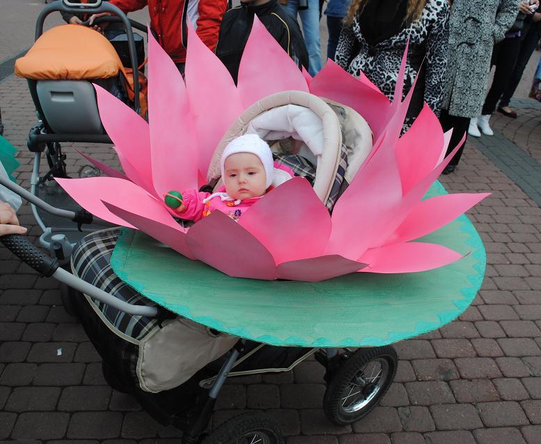 золотая парад кукольных колясок фото оригинальные идеи фото две женщины