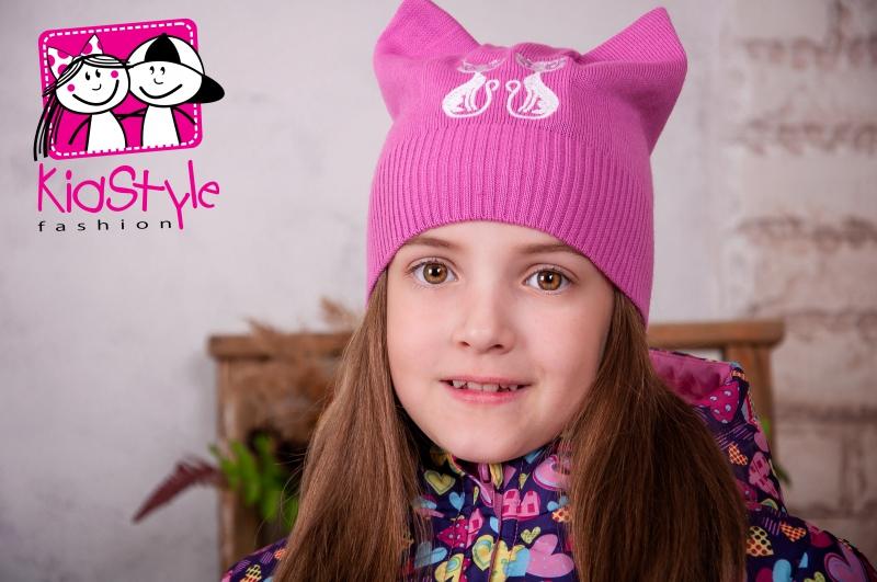 набрал фото юли гамали с шапкой кошкой розовой оно