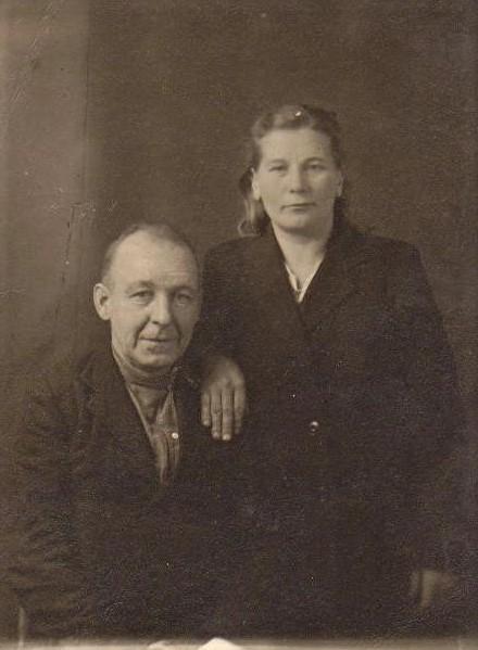 3. На фото мой двоюродный дедушка, рабочий завода (теперь это Машзавод)